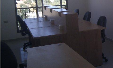 ستة مكاتب خشب كاونتر (Cubical)