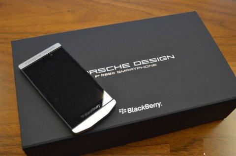 BlackBerry Porsche Design P'9982 & Apple Iphone 5S Gold