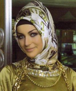 انا شابة اردنية بسيطة وطيبة لكن غيورة