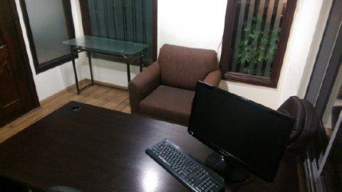 مكاتب بكامل التجهيزات للإيجار