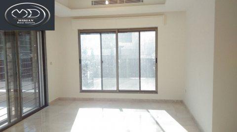 شقة للبيع فارغة في خلدا خلف برادايس 200م الطابق الاول جديده - مو