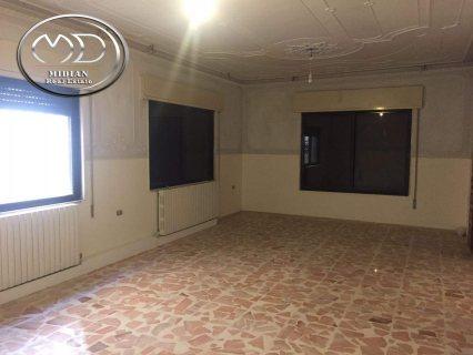شقة للايجار فارغة في الجندويل - مقابل اسواق السلام - ارضية - 220