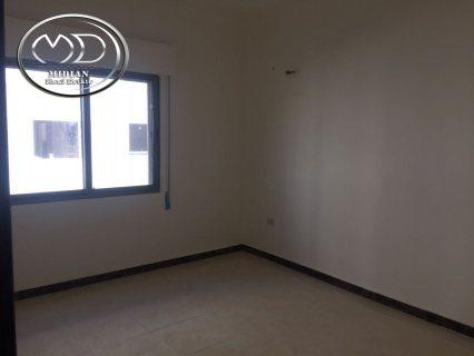 شقة للبيع فارغة - في الجندويل - قرب اداره السير - الطابق الاول -