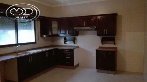 شقة للبيع في خلدا - مقابل ميداس - أرضية - 215م
