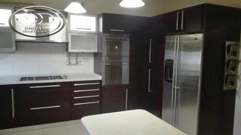 شقة للايجار في خلدا - خلف كاربلازا -الطابق الثالث - 240م