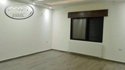 شقة للبيع في خلدا - مقابل سدين - أرضية - 180م