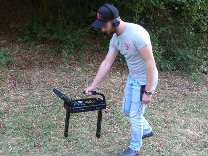 ROYAL ANALYZER أفضل جهاز تصويري 3D لكشف الذهب والدفائن لعمق 35 متر
