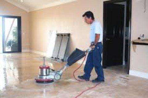 نعمل على كافة التنظيف الشامل للمباني و جلي كافة انواع البلاط
