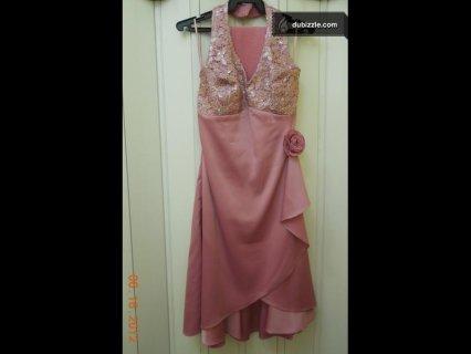 فستان سهرة لون زهري قصير مستخدم مرة واحدة