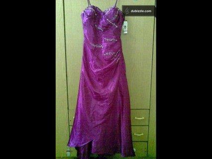 بدلة خطوبة لون فوشي موديل امريكي غير مستخدم وتصلح فستان سهرة