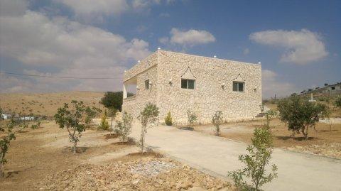 مزرعه رائعه مع بيت ريفي منطقة غريسه 5 دونمات