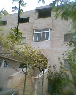 منزل 3 طوابق واجهتين حجر 280م على مساحة ارض 846م  ب 250 الف