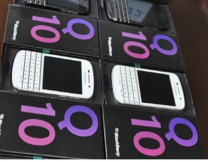 RAMADAN PROMO:Buy 2 and get 1 free New Blackbery Q10, New Samsun