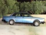 سيارة فولفو لون ازوق موديل 1985