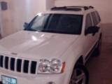 سيارة جيب شيروكي مميزة للبيع