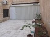 شقة ارضية بمنطقة قريبة من الخدمات