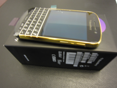 NEW BLACKBERRY Q10 / BLACKBERRY PORSCHE P9981 (ARABIC & ENG KEY 1